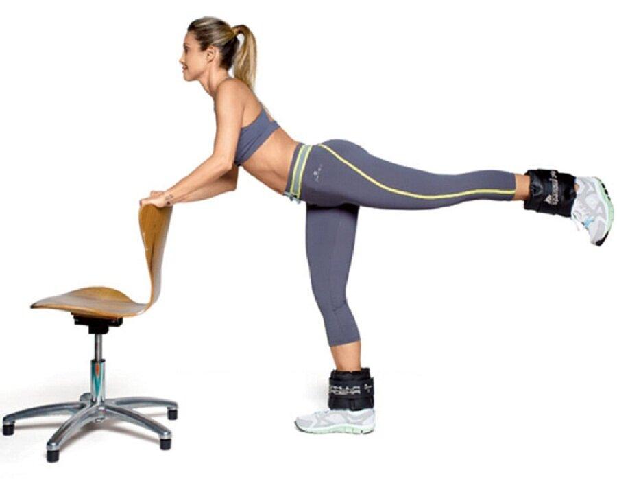 упражнение махи ногами